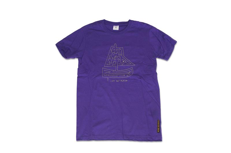 lila T-Shirt mit fühlbarere Stickerei, Motiv Schiff