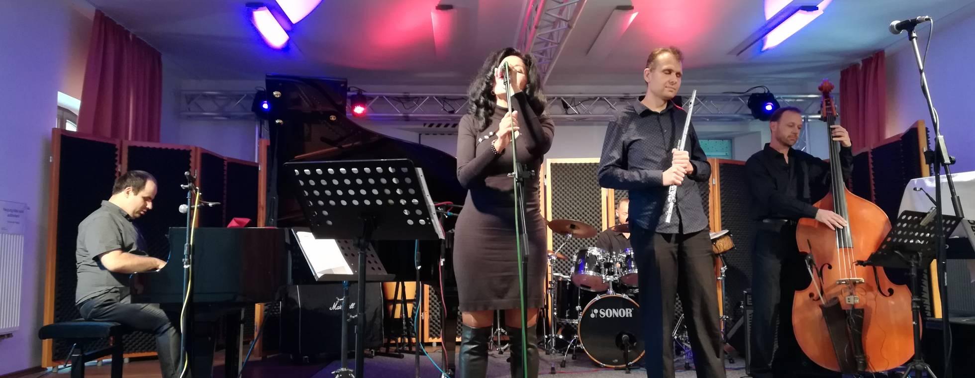 band auf der Bühne
