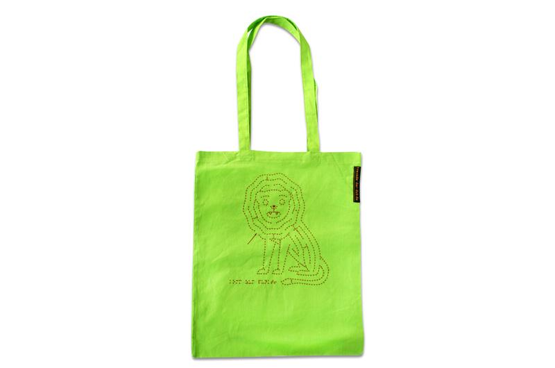 hellgrüne Tragetasche mit langen Hänkeln und Löwen-Motiv